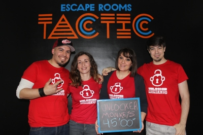 room escape tactic la casa paranormal